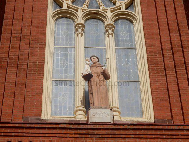 Statue of Saint Anthony - Simple Catholic